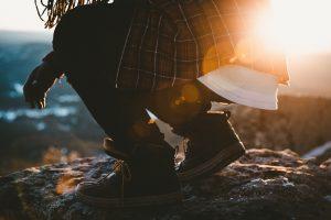 Descobrindo Provérbios: Deixando as pedras de acusação