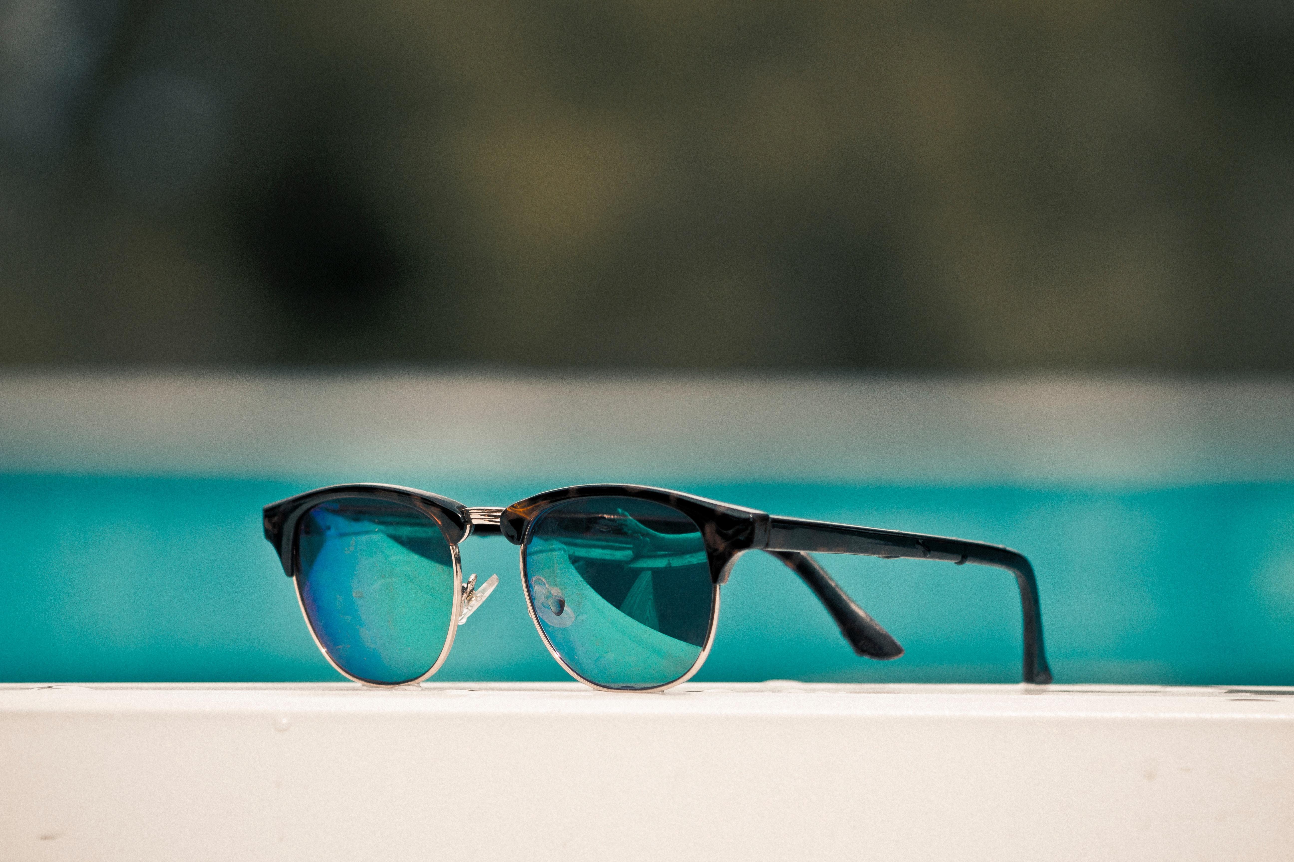 óculos com lentes do reino