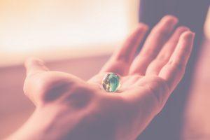 Deus ama a justiça e tem o mundo em suas mãos